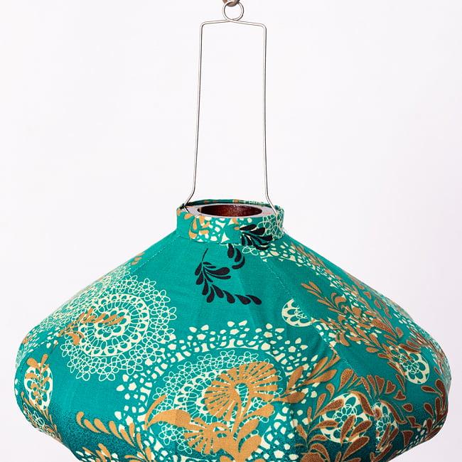 華やかな柄入り ベトナム伝統のホイアン・ランタン〔提灯〕 - 薄ひし形〔更紗模様〕 10 - 上部の写真です