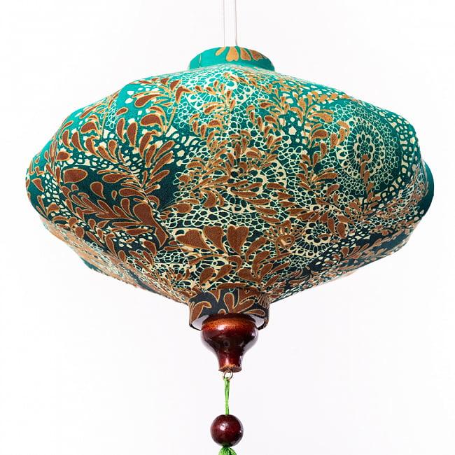 華やかな柄入り ベトナム伝統のホイアン・ランタン〔提灯〕 - 薄ひし形〔更紗模様〕 12 - 下からの写真です