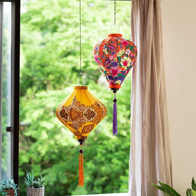 華やかな柄入り ベトナム伝統のホイアン・ランタン〔提灯〕 - 薄ひし形〔更紗模様〕 18 - 柄入りタイプなので日中も素敵です