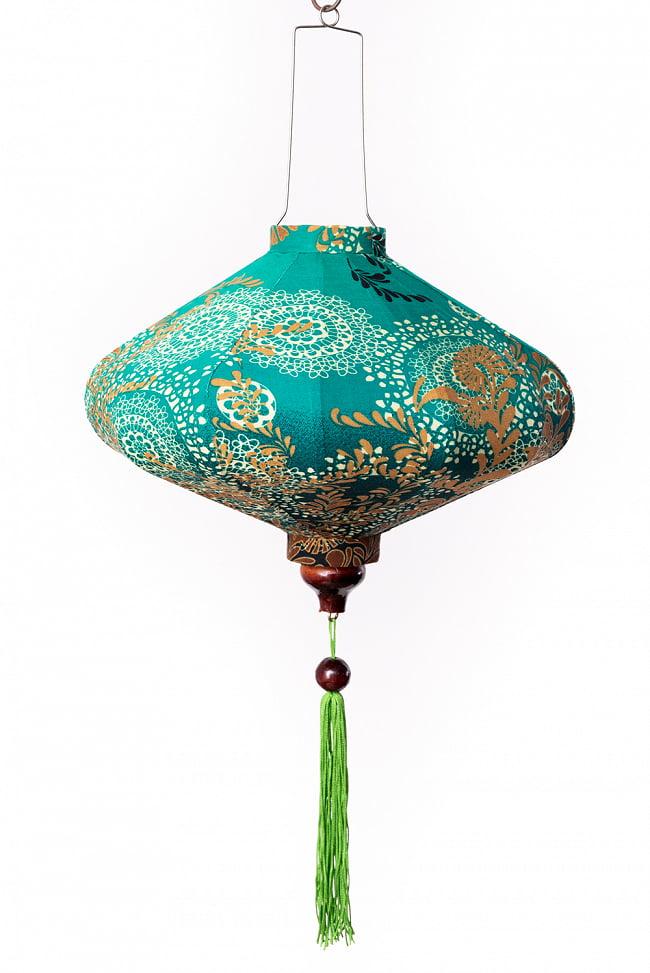 華やかな柄入り ベトナム伝統のホイアン・ランタン〔提灯〕 - 薄ひし形〔更紗模様〕 6 - 明るいところでの写真です