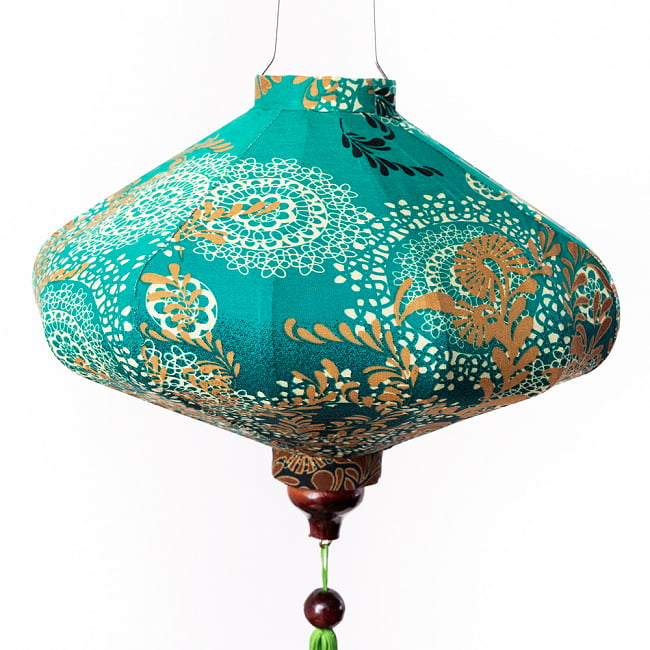 華やかな柄入り ベトナム伝統のホイアン・ランタン〔提灯〕 - 薄ひし形〔更紗模様〕 7 - 柄入りなので雰囲気があります