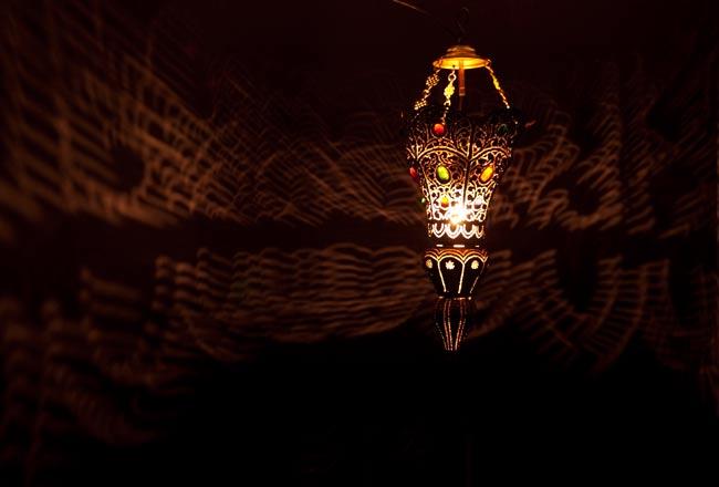 吊り下げタイプ - コーン型ハーレムランプの写真2 - 暗いところで撮影しました。上の写真よりも遠くから撮影しています。