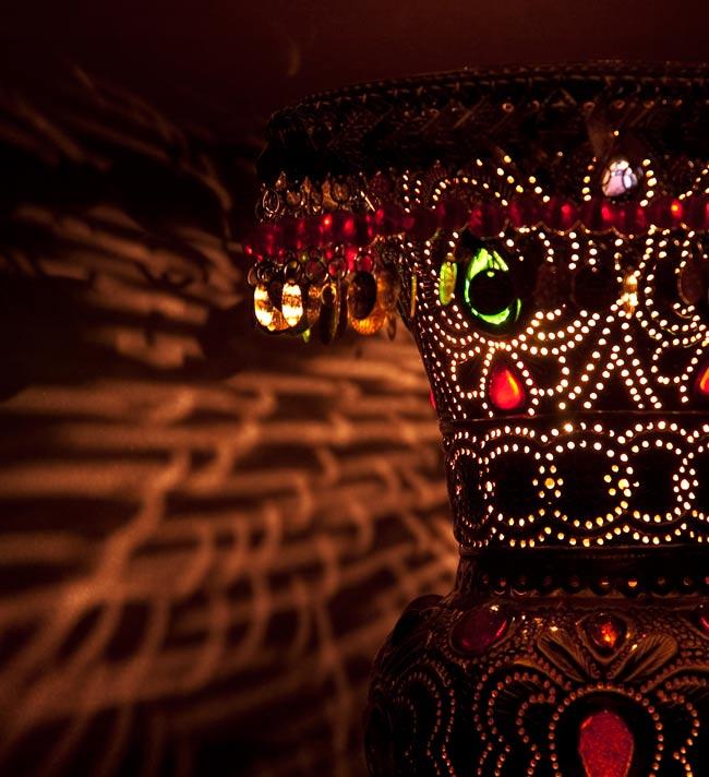 壁掛 - アラビアンナイト風ハーレムランプ-銀色【45cm】の写真3 - 暗いところでアップで撮影しました