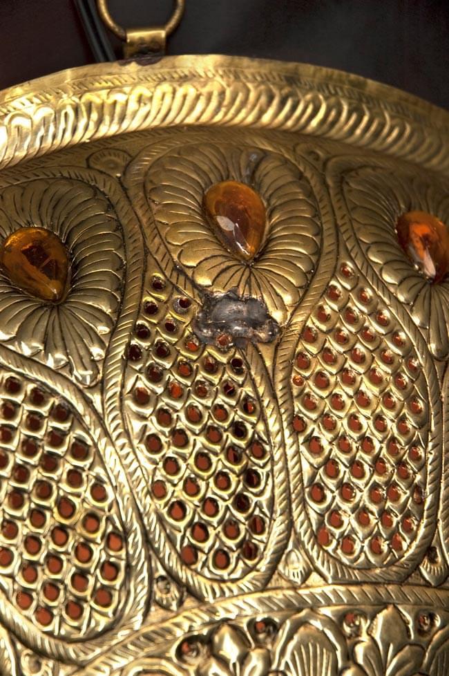 壁掛けタイプ - 丸形ハーレムランプ【大】の写真3 - 一部分を拡大しました。この商品は数カ所に写真の真ん中にあるような製造時の傷があります