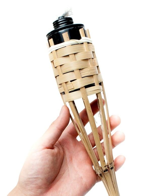 【8個セット】[88cm]バンブートーチ キャンプなどのアウトドアへ!竹製のたいまつ 4 - 手を添えるとこれくらいの大きさです