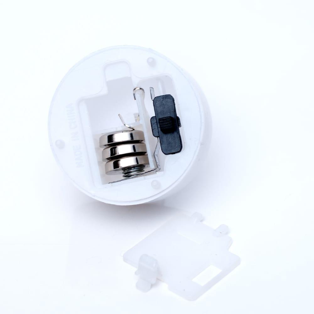 【お得!12個セット】ゆらめく灯火 ロウソク風LEDキャンドルライト 4 - ボタン電池も付属します。交換可能なので電池をかえれば何回も使用可能です。