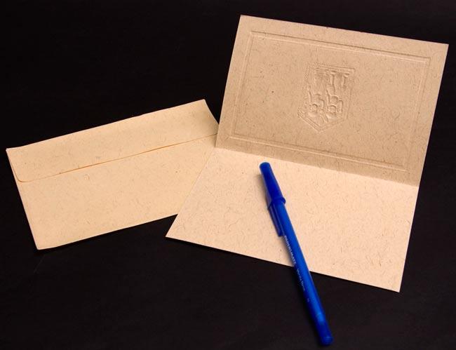 インドのメッセージカードセット - YUGMA[肌色] 4 - ペンと一緒に撮影しました。大きさが分かりますね。