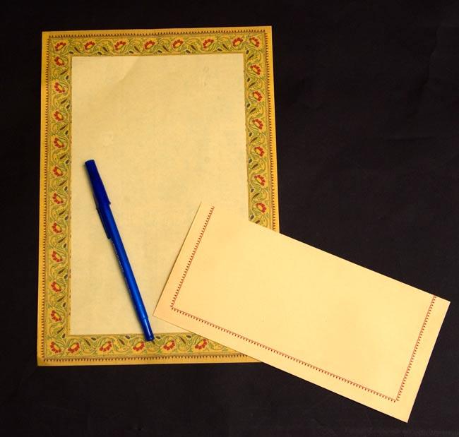 インドのレターセット - APOORVA 4 - ペンと一緒に撮影しました。大きさが分かりますね。