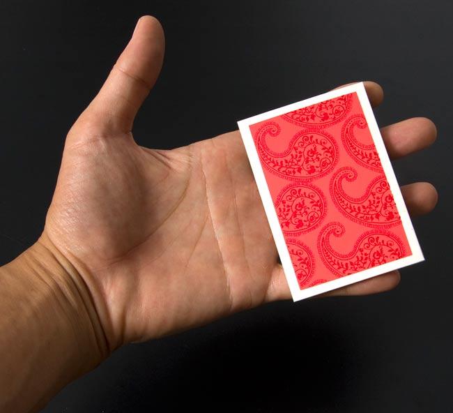 インドのメッセージカードセット - minal 4 - 大きさ比較の為、手に持って見ました!ちょっとしたメッセージを書くのにぴったりですね^^