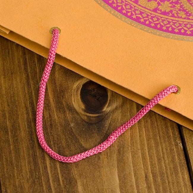 インドのペーパーバック 【中】VAMA 4 - 持ち手はこの様になっています^^※持ち手の色は写真と異なる場合がございます。