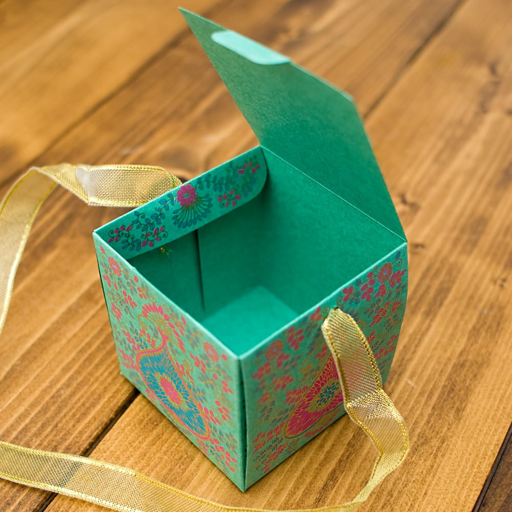 インドのラッピングボックス・小【Chimanlals】 3 - UPにしてみました!キラキラ輝くゴールドが可愛いですね^^