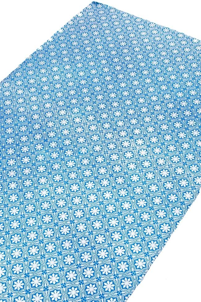 【75cmx50cm】ロクタ紙のラッピングペーパー3枚セット -銀と青・花柄 2 - 柄を拡大してみました、丁寧に作られています