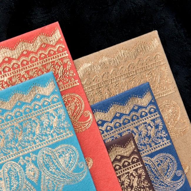 インドの封筒VASANT 2 - 拡大してみました。繊細な金の模様が特徴で高級感のある仕上がりです。