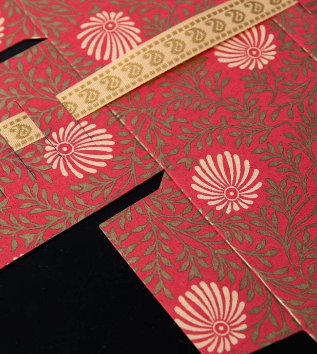 インドのラッピングボックス - ribbon box【色アソート】 2 - デザインをアップにしたところです