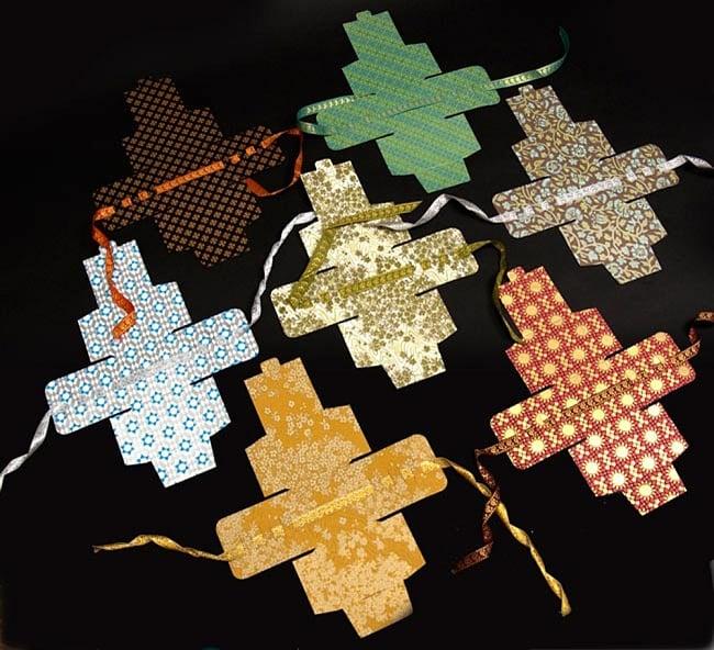 インドのラッピングボックス - ribbon box【色アソート】 6 - インドから様々な色がやってきますので、アソートでのお届けとなります