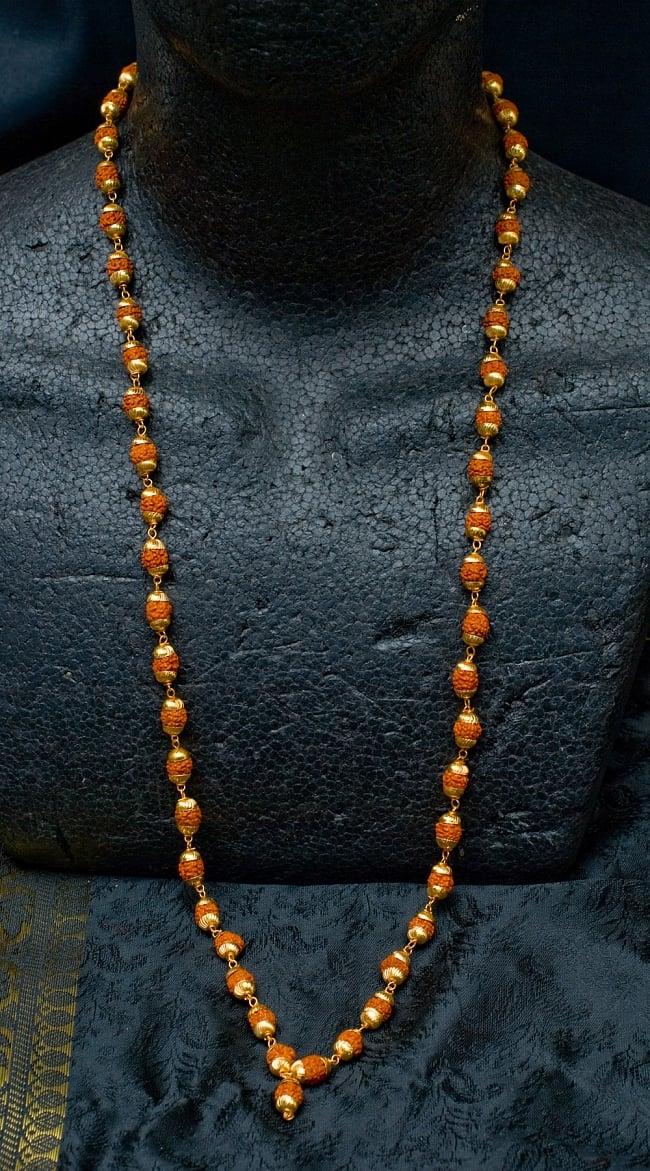金色の菩提樹の数珠(小粒)- 約80cmほど 5 - 首にかけるとこのような感じになります