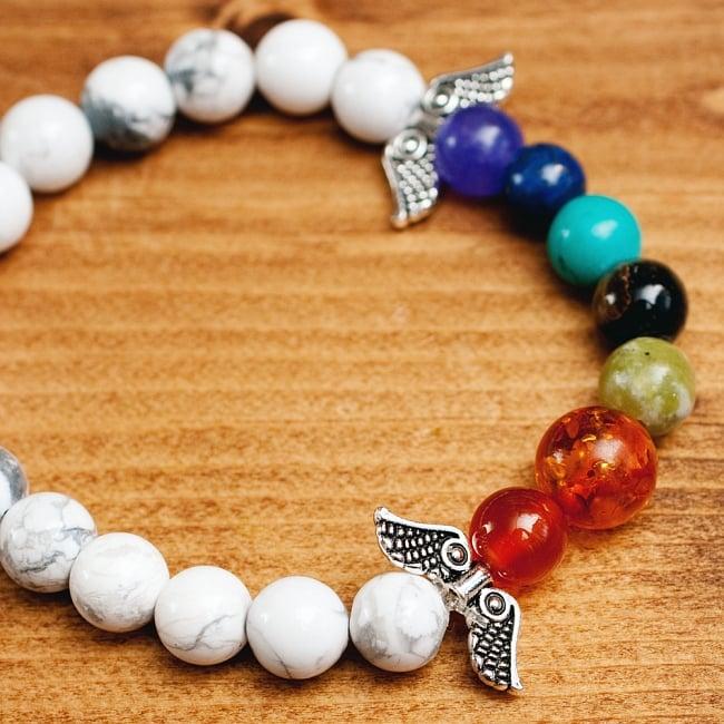インドの数珠ブレスレット 天使の羽とハウライトの写真
