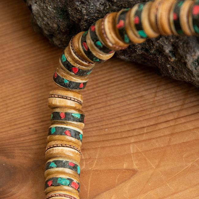 ネパールの数珠の写真4 - 近寄ってみました。