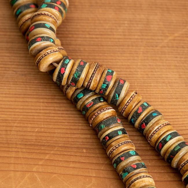 ネパールの数珠の写真5 - 細部まで作りこまれた一品です。