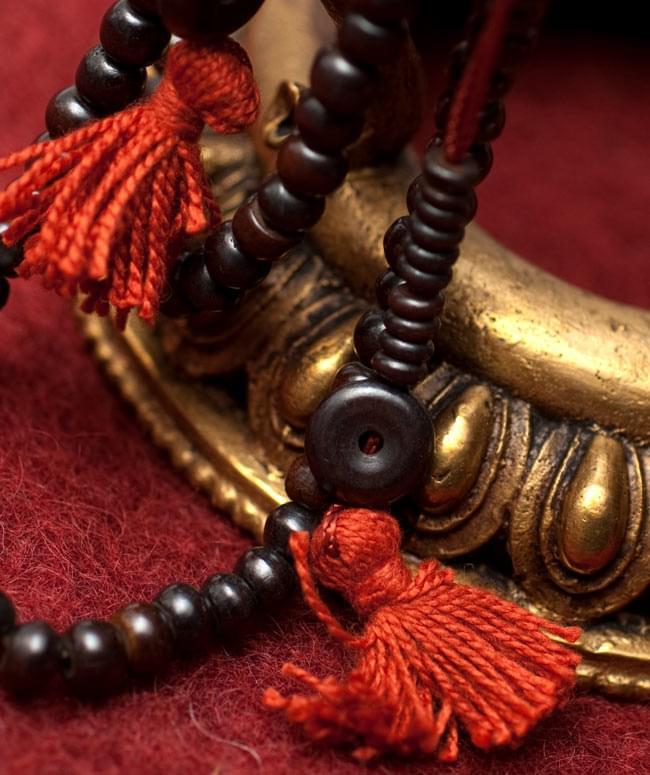 ネパールの数珠 - 飾りつき(黒)の写真2 - 拡大写真になります。とても趣があります。