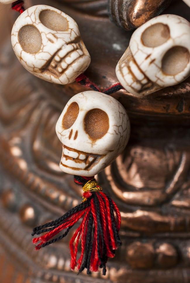 骸骨の数珠 - 大の写真4 - 先端部分の様子です。