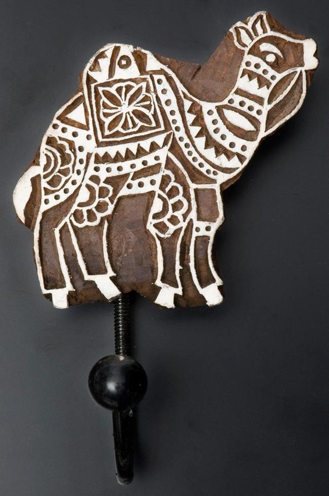 ウッドブロックハンガー【ラクダ】[18cm x 11cm]の写真