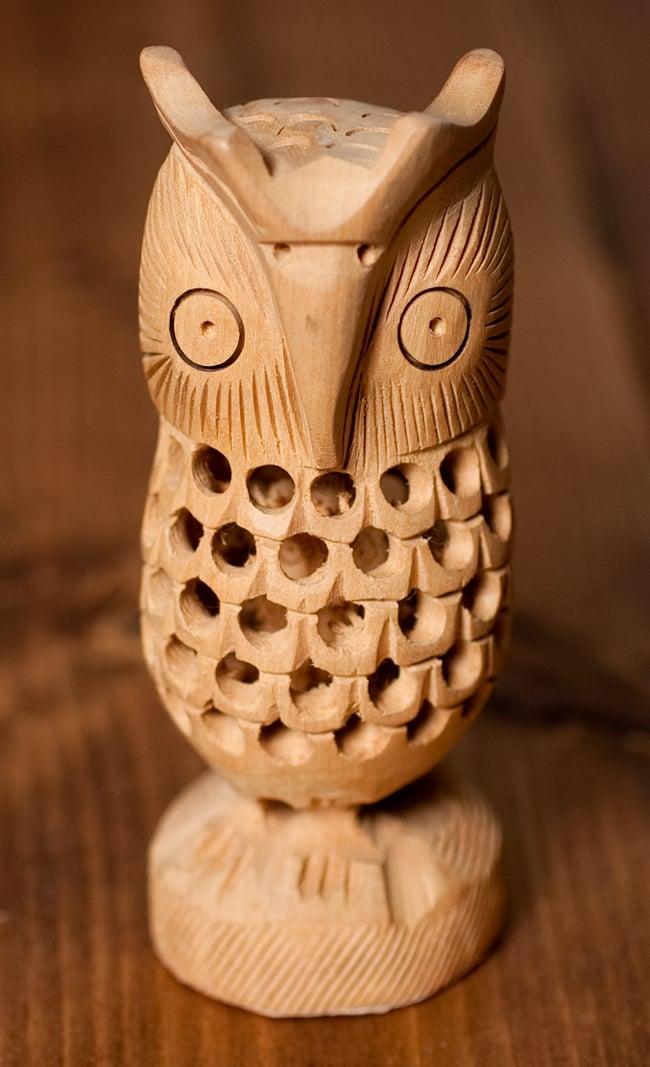 【一木造り】インド職人の手作り透かし彫り木像 ジャリ - フクロウ 4 - 前からの写真です