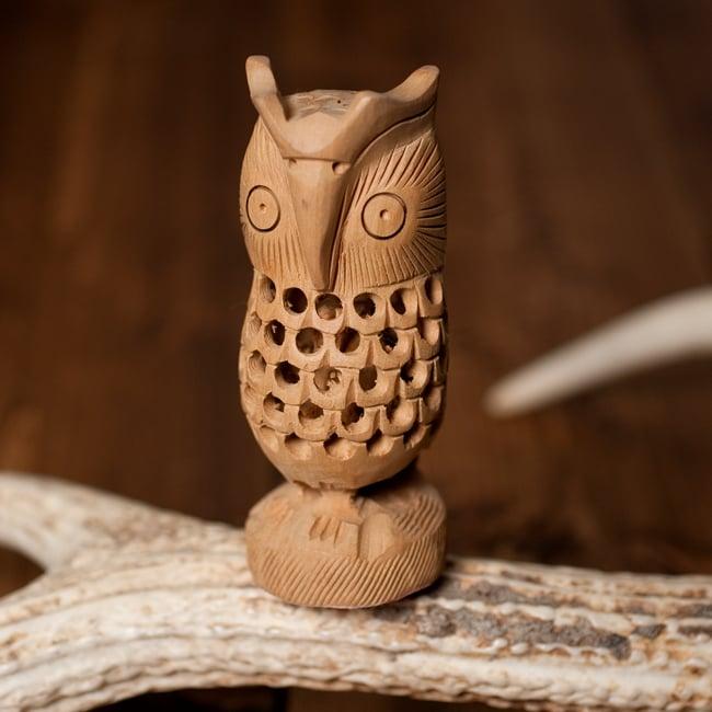 【一木造り】インド職人の手作り透かし彫り木像 ジャリ - フクロウの写真