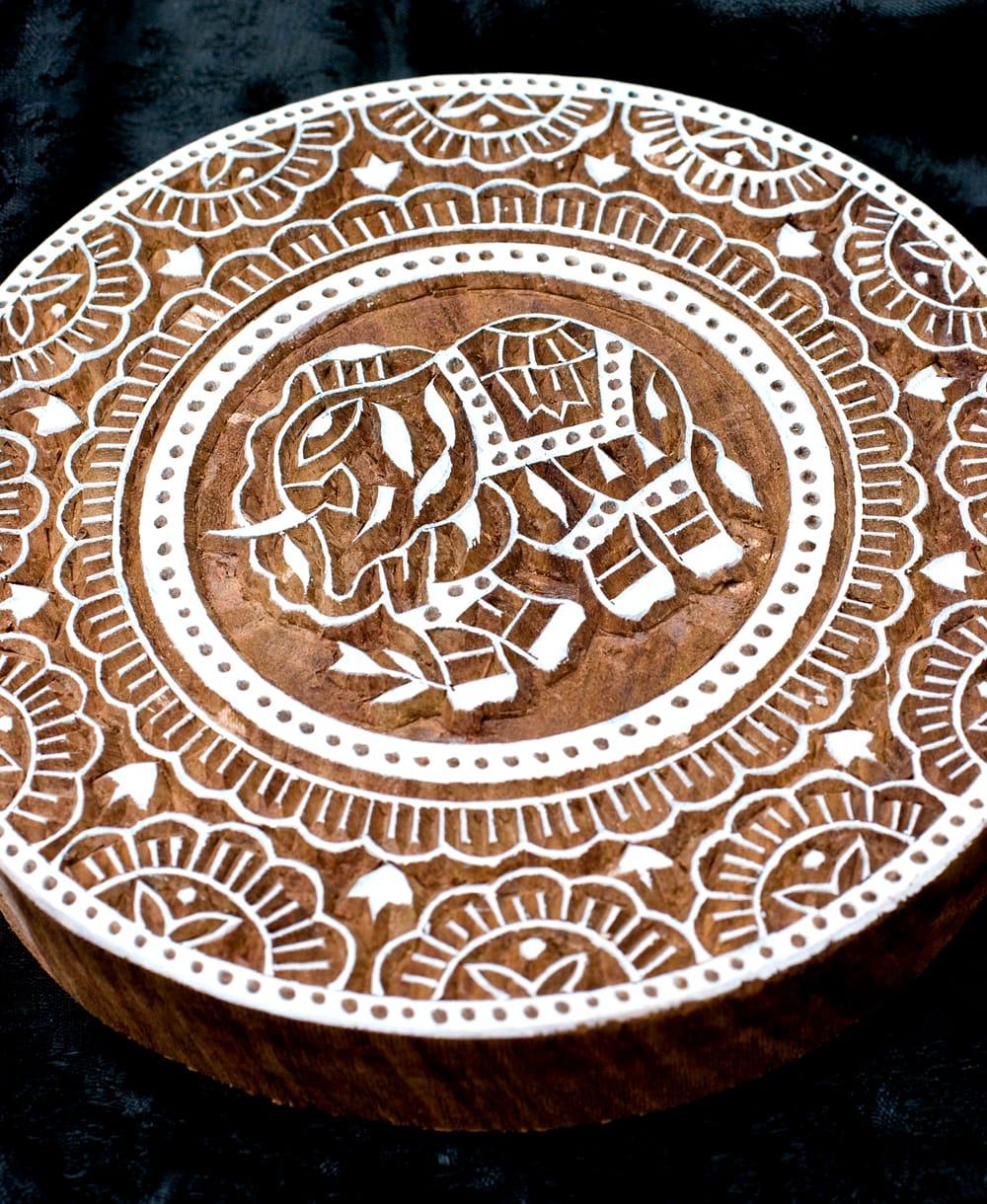 象とランゴリ模様のウッドブロックスタンプ-直径約17cm程度 2 - 丁寧に彫り込まれています