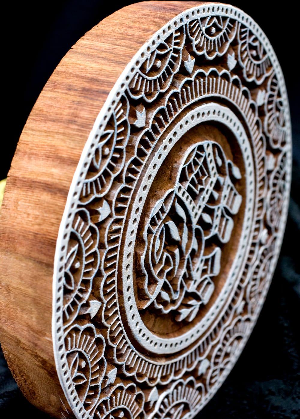 象とランゴリ模様のウッドブロックスタンプ-直径約17cm程度 3 - とても重厚に作られています