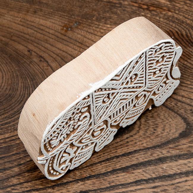 ウッドブロックスタンプ【象】約10×12cm 4 - サイズ比較のためB6判の本と並べてみました