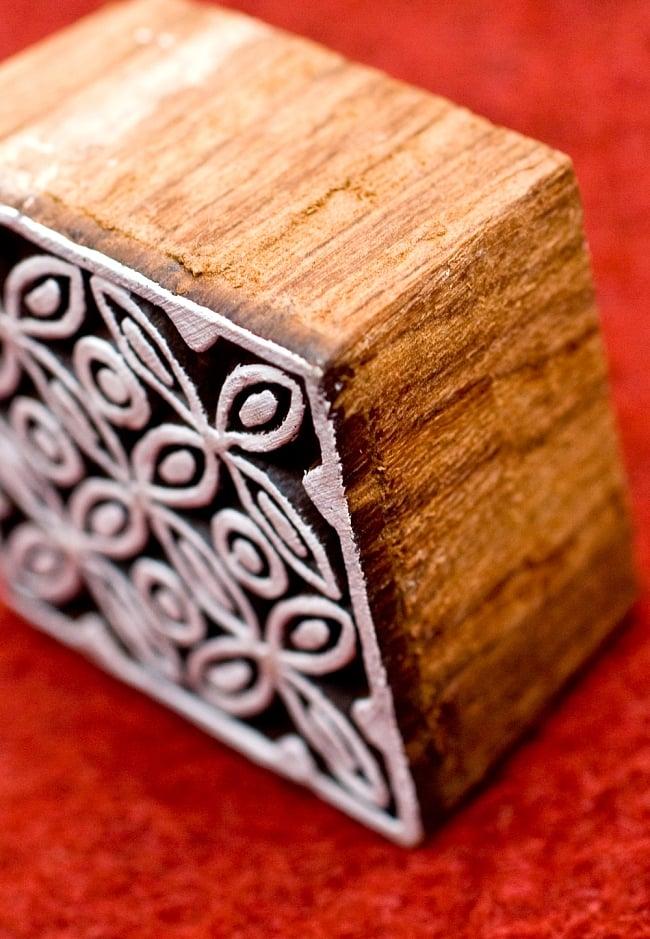 花模様の正方形ウッドブロック-約5.5cm 3 - とても重厚に作られています