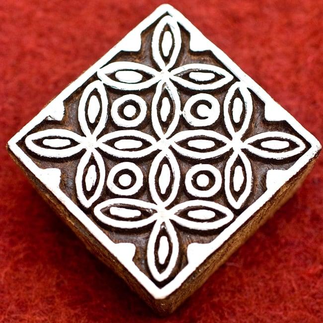 花模様の正方形ウッドブロック-約5.5cmの写真