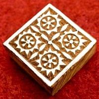 花柄の正方形のウッドブロック -6cm