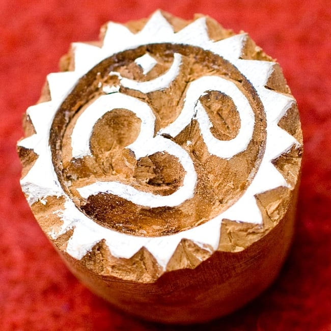 小さいオーンのウッドブロックスタンプ -約直径3cmの写真