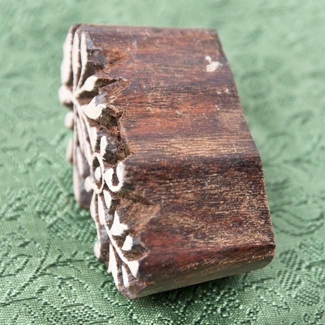 インド伝統の手彫りウッドブロックスタンプ5×2.5cm 3 - 厚みがあります