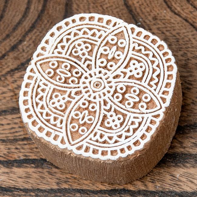 インド伝統の手彫りウッドブロックスタンプ5×5cm 2 - 彫り込まれています