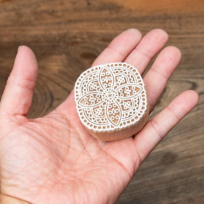 インド伝統の手彫りウッドブロックスタンプ5×5cm 5 - インテリアとして使ってみても非常に可愛いです