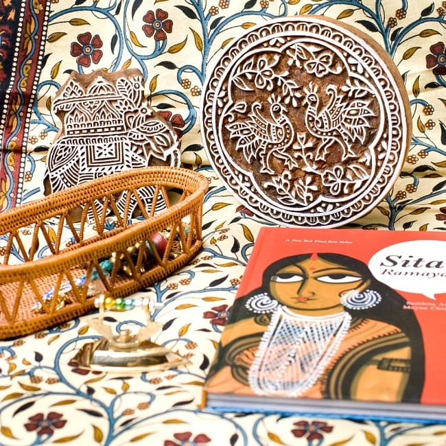 インド伝統の手彫りウッドブロックスタンプ4.5×4.5cm 5 - インテリアとして使ってみても非常に可愛いです