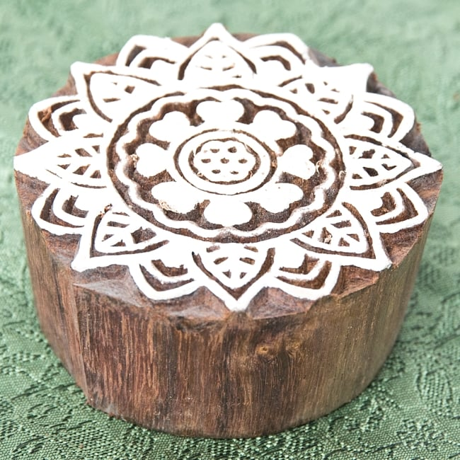 インド伝統の手彫りウッドブロックスタンプ5.5×5.5cm 2 - 彫り込まれています