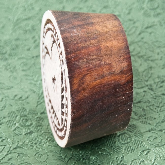 インド伝統の手彫りウッドブロックスタンプ5.5×5.5cm 3 - 厚みがあります