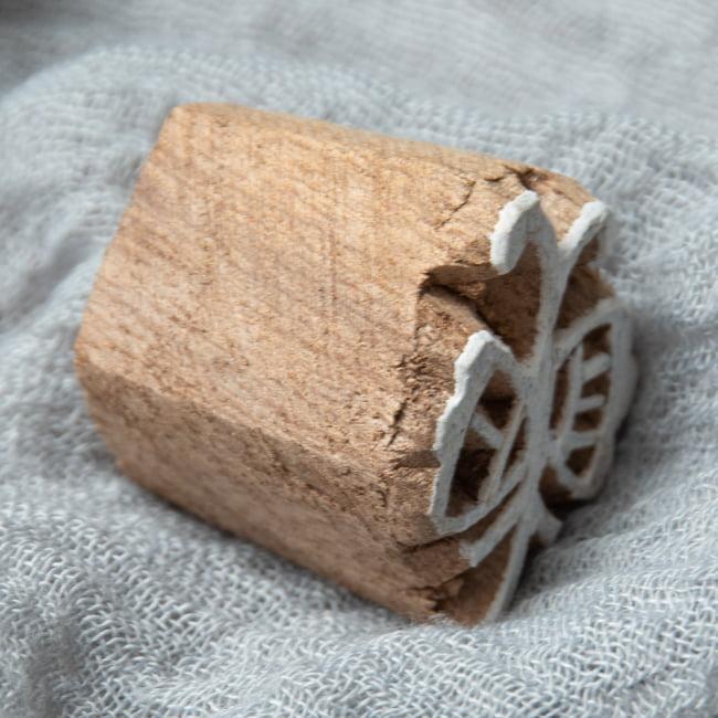 ウッドブロックスタンプ・ミニ【蝶】3×2.5cm 3 - 厚みがあります