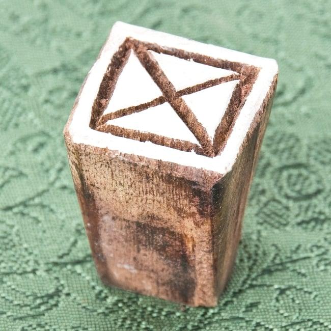インド伝統の手彫りウッドブロックスタンプ2×2cm 2 - 彫り込まれています