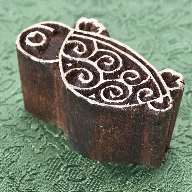 インド伝統の手彫りウッドブロックスタンプ4×2cm 2 - 彫り込まれています
