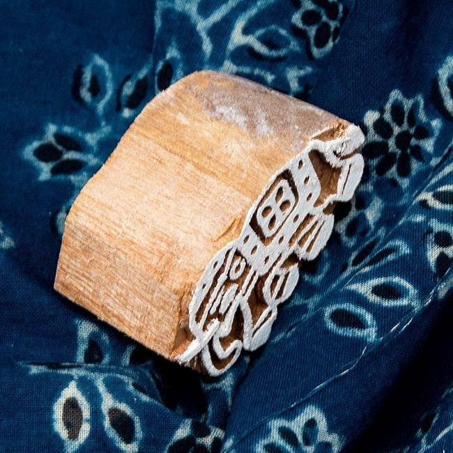 ウッドブロックスタンプ【象】約4.5×3cm 4 - サイズが分かるように手に持ってみました