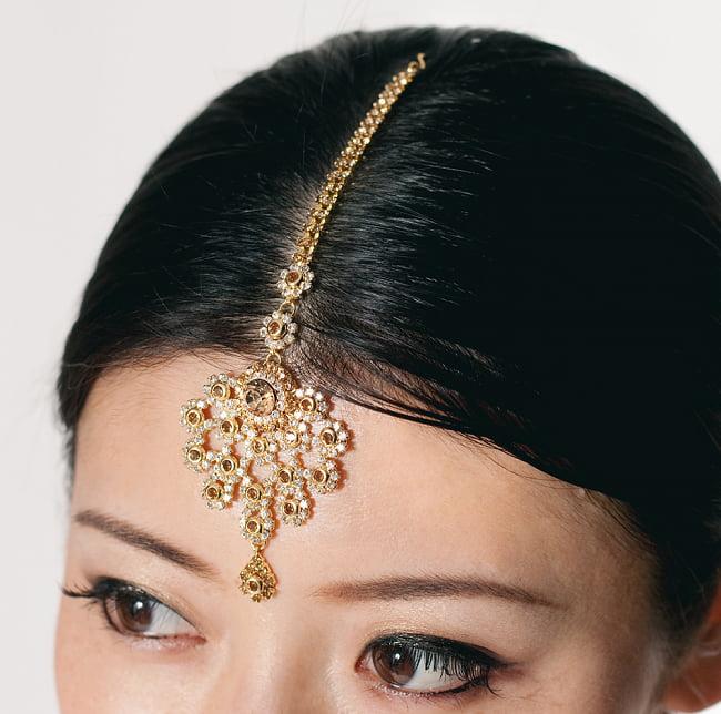 カラフルビジューのティッカ インドのヘアアクセサリー 9 - 類似品の着用例です