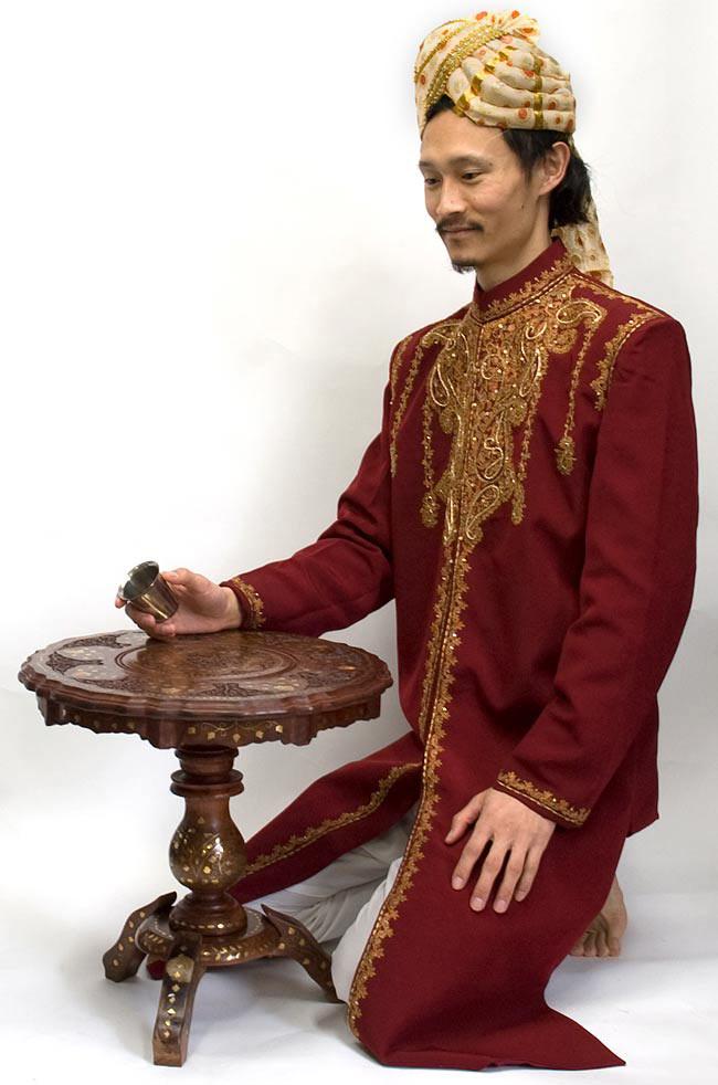 アジアンサイドテーブル 【直径:44cm】【三脚】の写真8 - インドパパが使用してみました。可愛い大きさのテーブルですね。