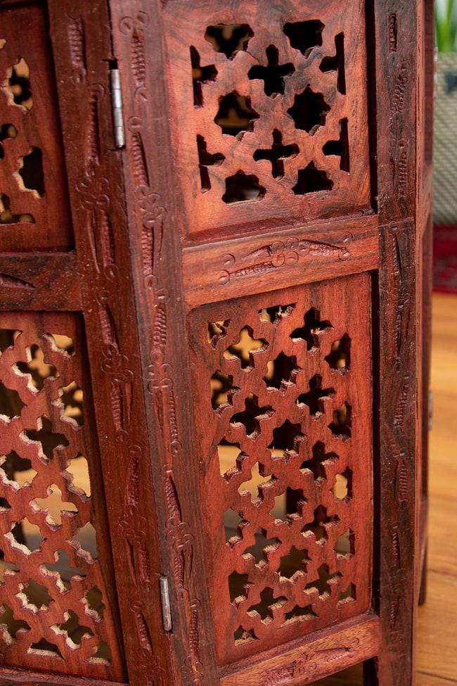 アジアンサイドテーブル 【直径:45cm】の写真10 - 脚と天板をかみ合わせて組み立てます。