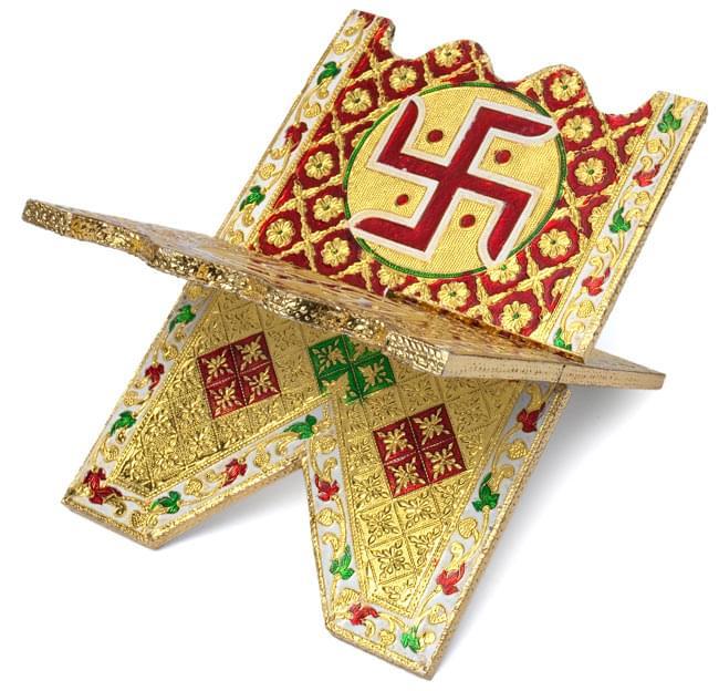 ヒンドゥー教の書見台-小【スワスティカ】 2 - 別の角度から撮影しました