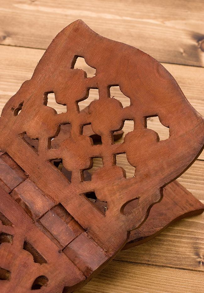 コーランの書見台【REHAL】 2 - 木彫りの味わいがあります。